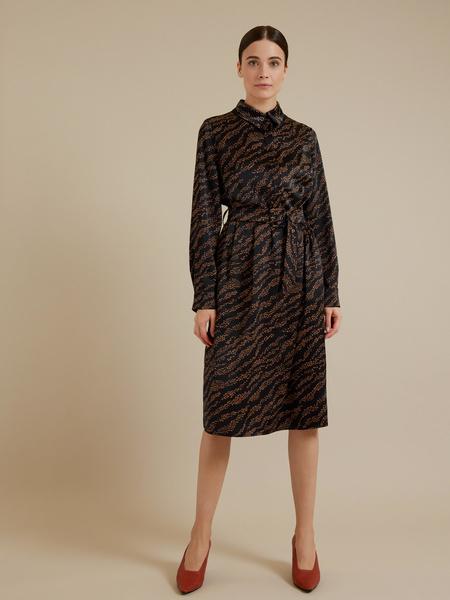 Атласное платье-миди с поясом - фото 1