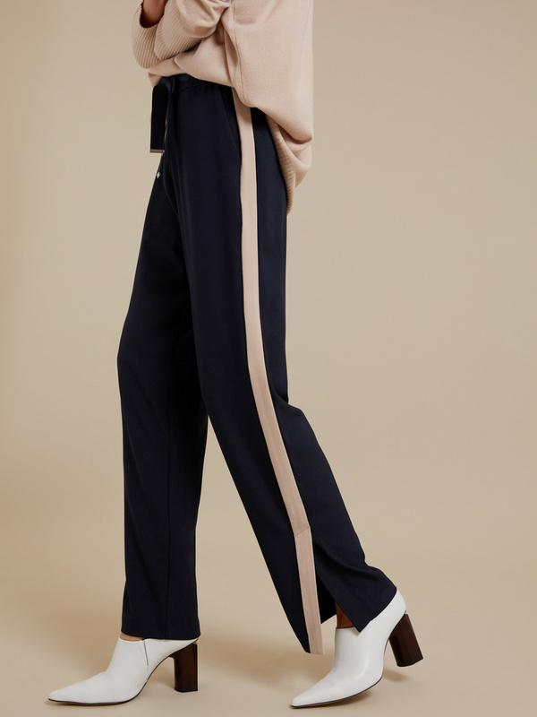 Широкие брюки на завязках с разрезами - фото 2