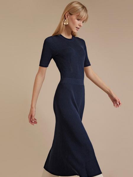 Трикотажное платье-миди - фото 2