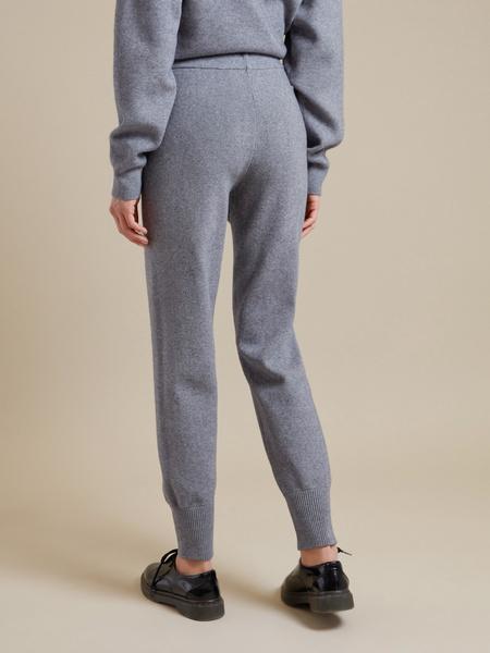 Трикотажные брюки с накладными карманами - фото 4