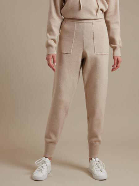 Трикотажные брюки с накладными карманами - фото 1