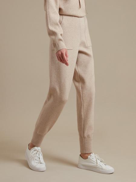 Трикотажные брюки с накладными карманами - фото 3