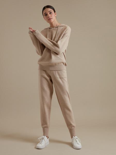 Трикотажные брюки с накладными карманами - фото 5