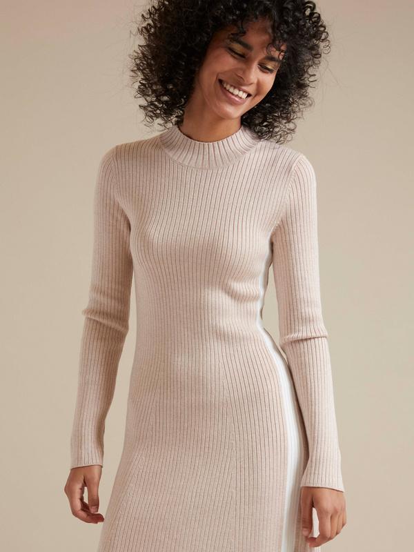 Трикотажное платье-миди в рубчик - фото 2