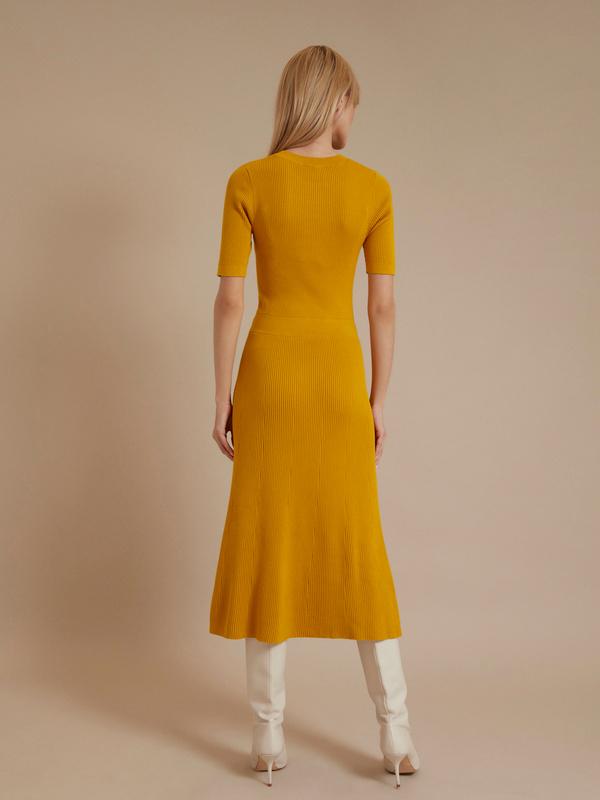 Трикотажное платье-миди - фото 5