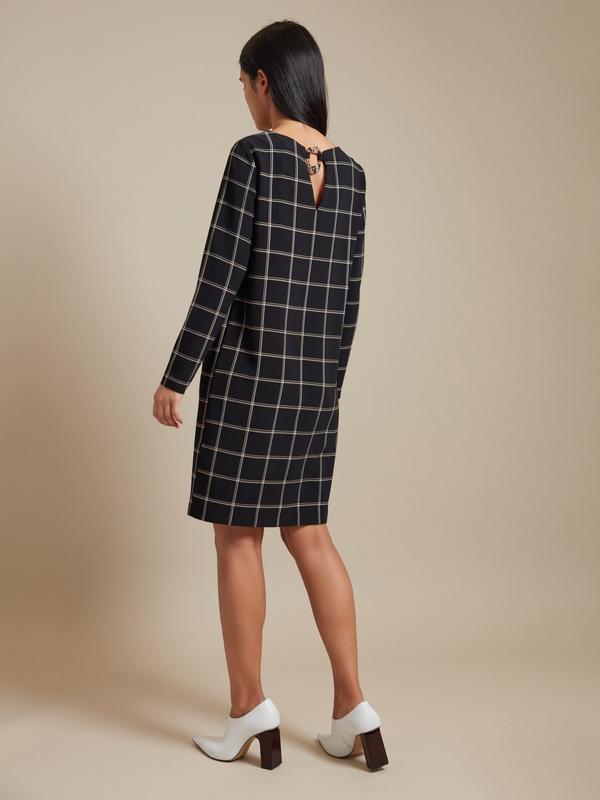 Платье-миди с декоративным элементом - фото 5