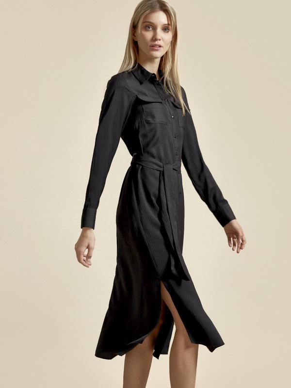 Атласное платье-рубашка с поясом - фото 2