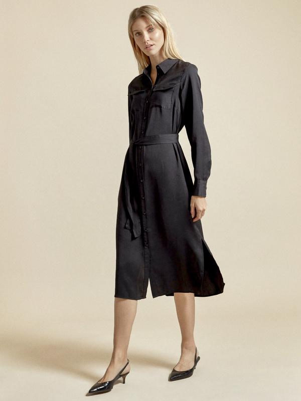 Атласное платье-рубашка с поясом - фото 4