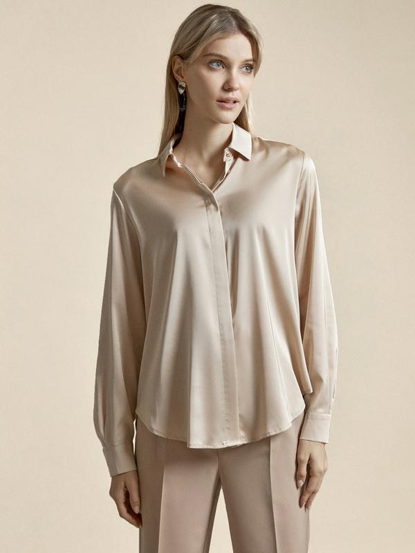 Атласная блузка с декоративными пуговицами - фото 1