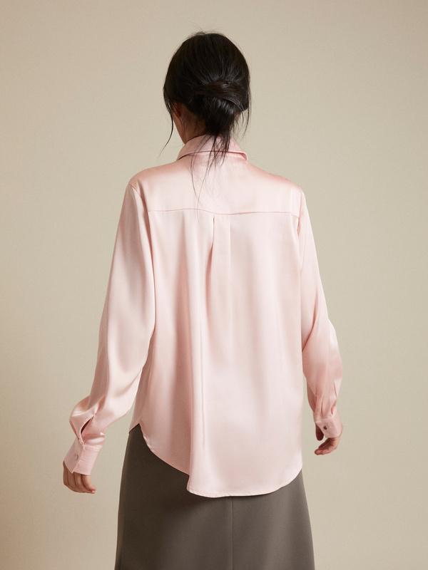 Атласная блузка с декоративными пуговицами - фото 4