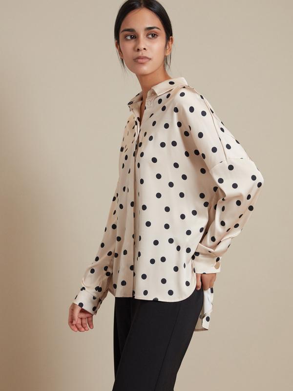 Атласная блузка с асимметричным низом - фото 1