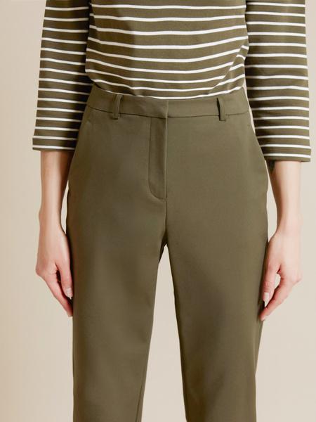 Прямые брюки с врезными карманами - фото 3