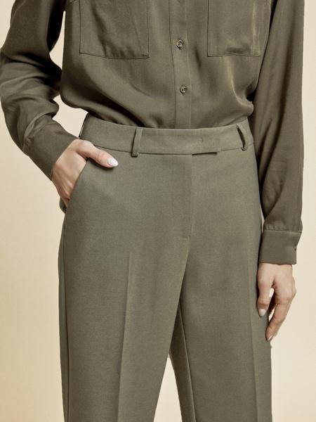 Прямые брюки с подворотами - фото 3