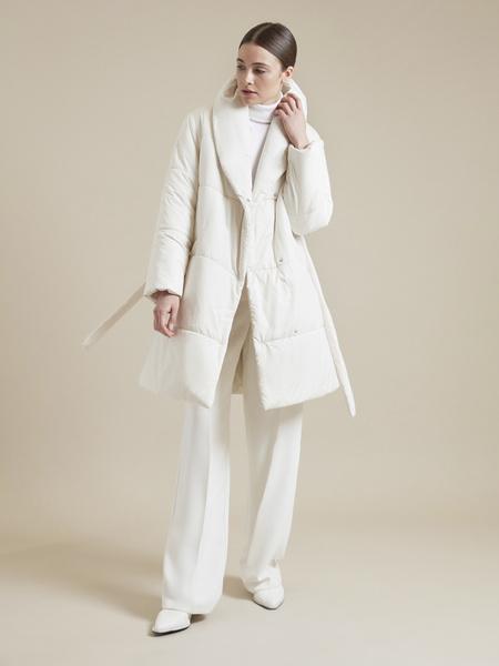 Стеганое пальто с поясом - фото 4