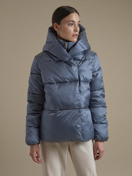 Атласная куртка с капюшоном - фото 3
