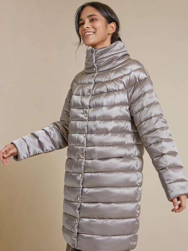 Стеганое пальто с воротником стойка - фото 2