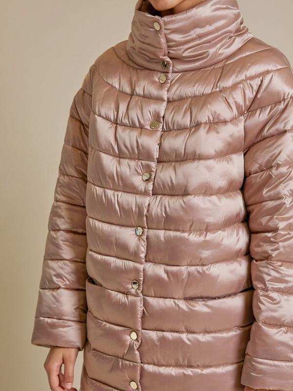 Стеганое пальто с воротником стойка - фото 3