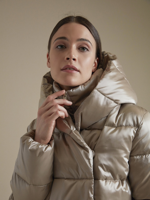 Атласная куртка с капюшоном - фото 2