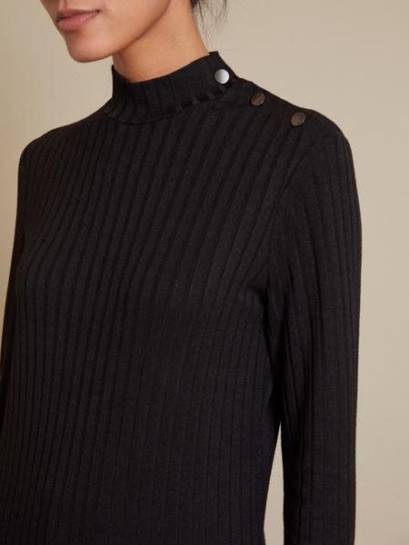 Джемпер с пуговицами на плече - фото 2