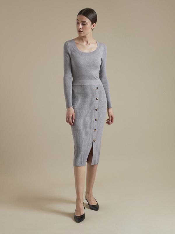 Облегающее трикотажное платье с пуговицами