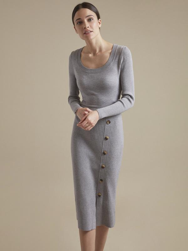 Облегающее трикотажное платье с пуговицами - фото 2