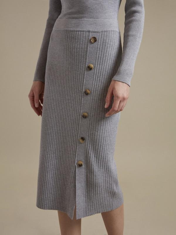 Облегающее трикотажное платье с пуговицами - фото 4