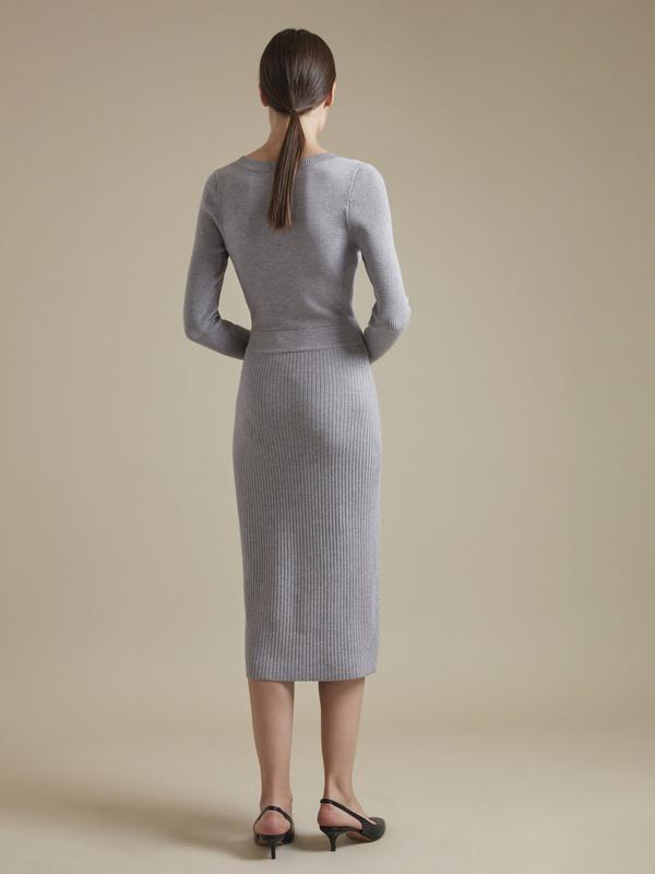 Облегающее трикотажное платье с пуговицами - фото 5