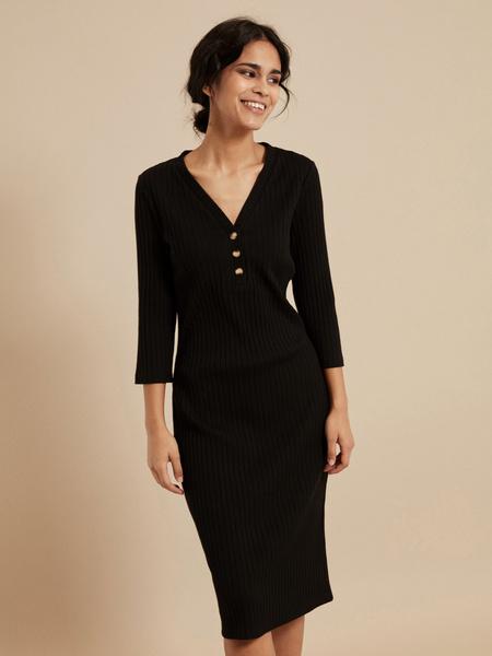Платье-миди в рубчик с V-вырезом - фото 1