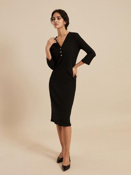 Платье-миди в рубчик с V-вырезом - фото 5