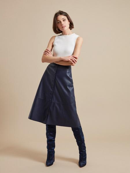 Расклешенная юбка-миди из экокожи - фото 2
