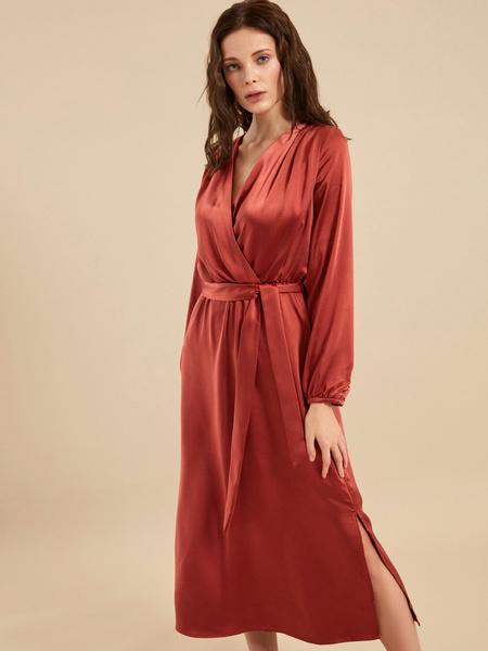 Платье-миди на запах с поясом - фото 4