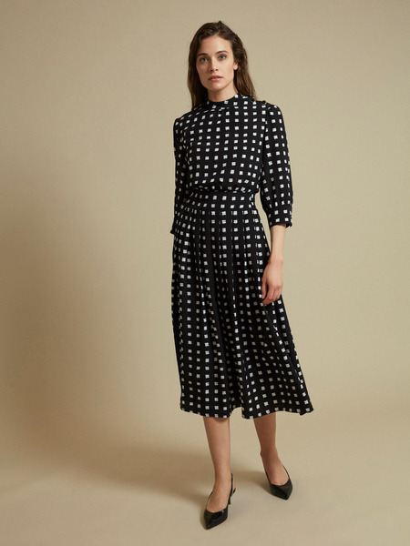Платье-миди с пуговицами на плече - фото 1