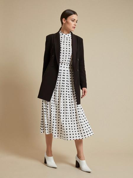 Платье-миди с пуговицами на плече - фото 5