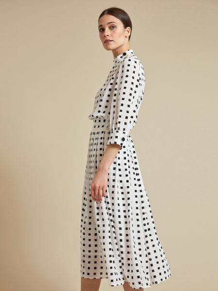 Платье-миди с пуговицами на плече - фото 2