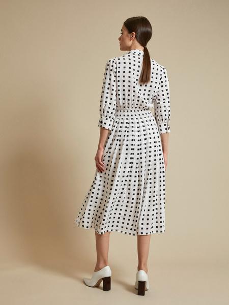 Платье-миди с пуговицами на плече - фото 4