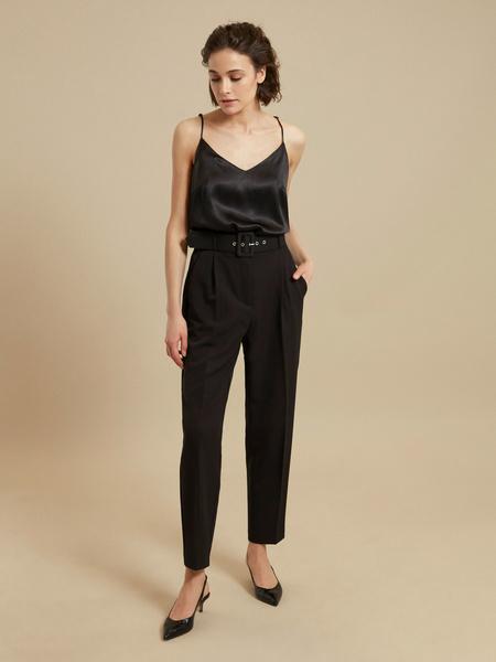 Зауженные брюки с ремнем