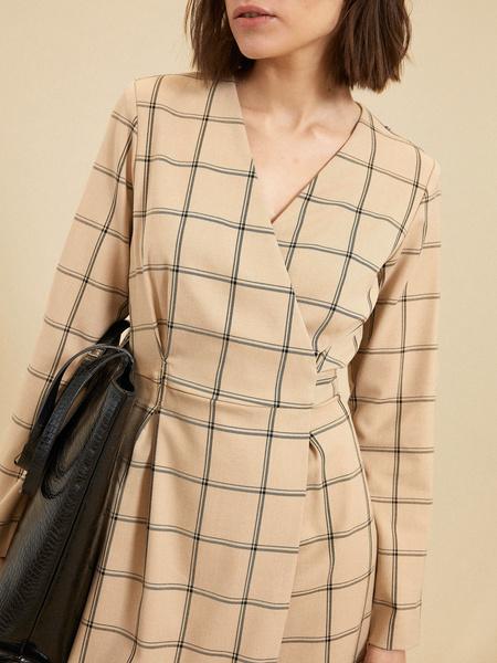 Приталенное платье-миди на запахе - фото 2