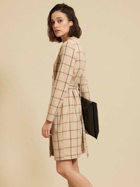 Приталенное платье-миди на запахе - фото 3