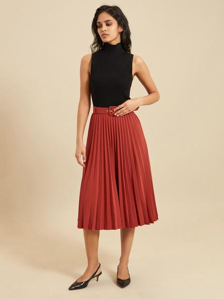 Плиссированная юбка-миди с ремнем