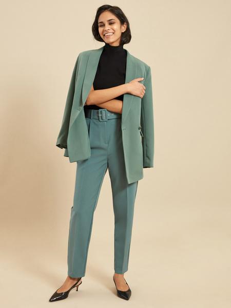 Зауженные брюки с ремнем - фото 5