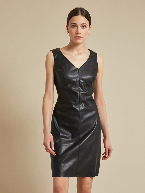 Платье из экокожи