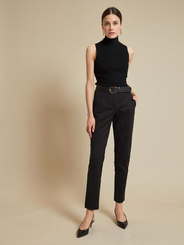 Зауженные брюки с карманами