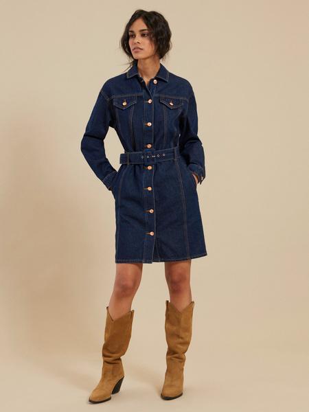 Джинсовое платье-рубашка с ремнем - фото 1