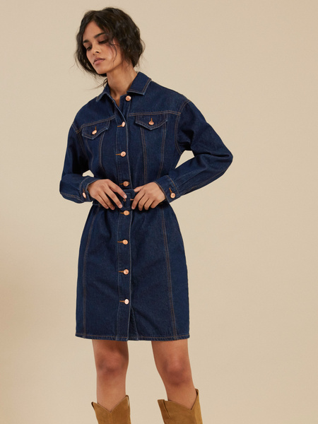 Джинсовое платье-рубашка с ремнем - фото 2