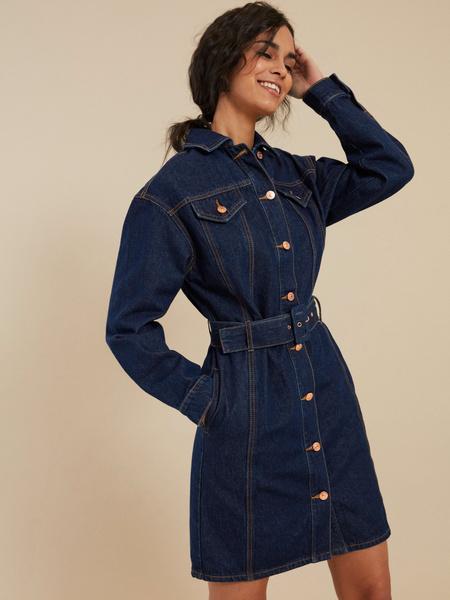 Джинсовое платье-рубашка с ремнем - фото 3