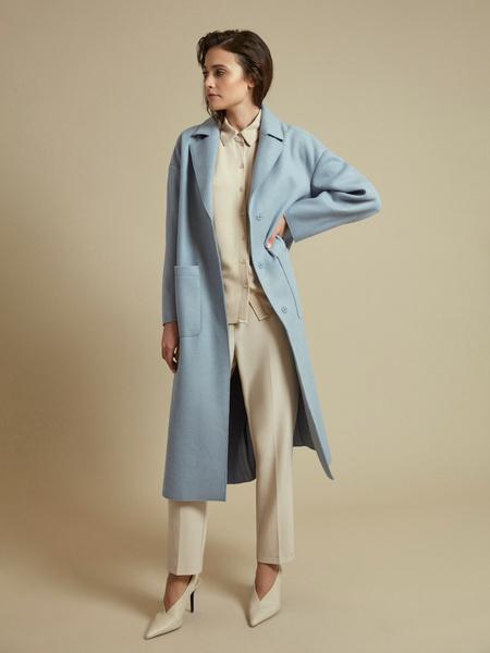 Пальто с поясом и накладными карманами - фото 6