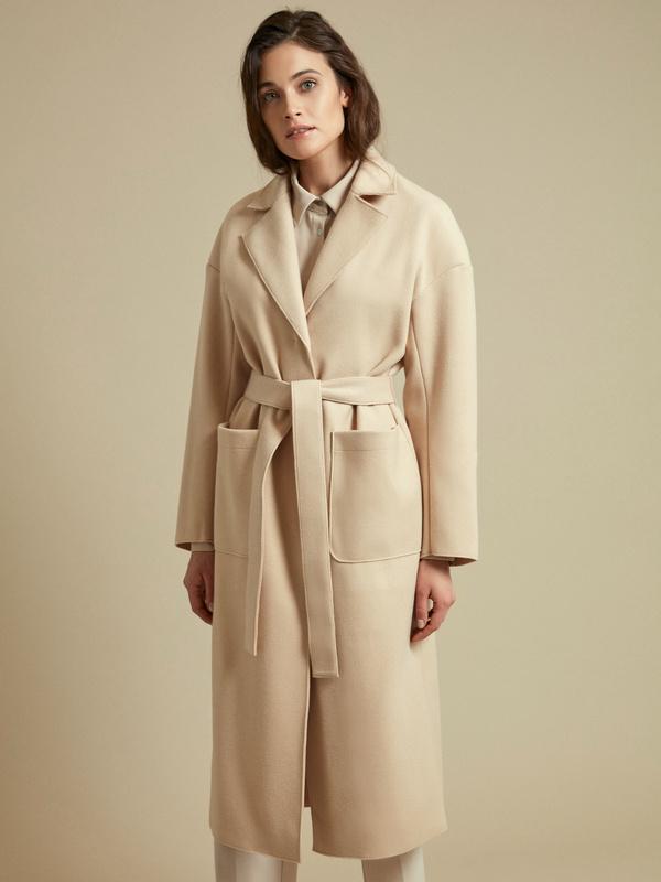 Пальто с поясом и накладными карманами