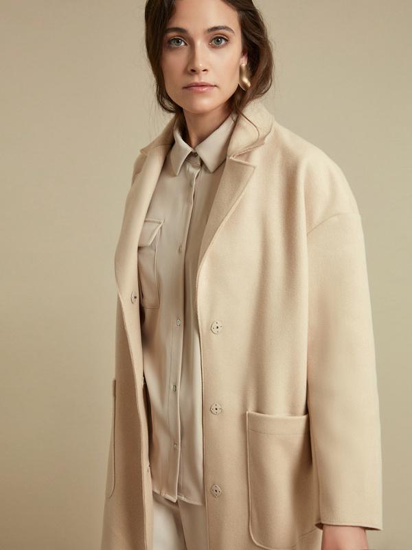 Пальто с поясом и накладными карманами - фото 3