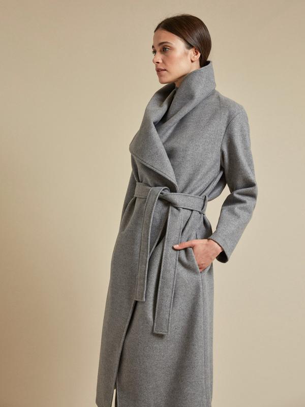 Пальто на запах с поясом - фото 4
