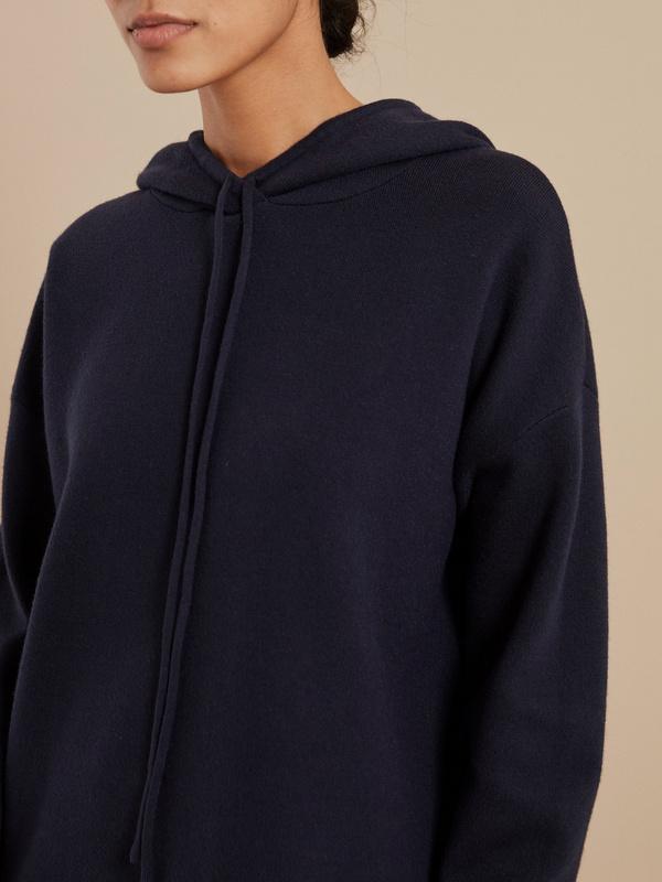 Джемпер с капюшоном - фото 3